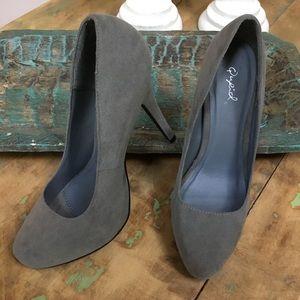 Grey suede-like high heeled pumps
